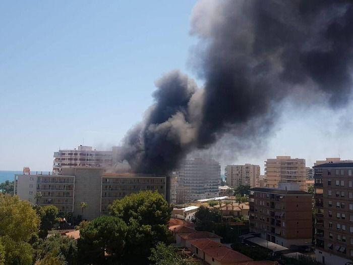 Un incendio múltiple acaba con el Hotel Prestige Victoria de Roses